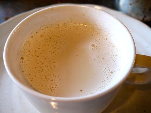 インドのロイヤルミルクティーのチャイ