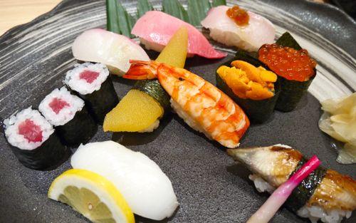 海老や数の子やうになどのお寿司特上のセット