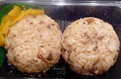 薩州鶏専科ゆうしょく亭の鶏飯のおにぎりの中身