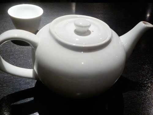 ポットに入ったジャスミン茶