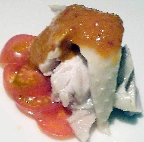 中華料理の前菜の蒸し鶏の胡麻ソース
