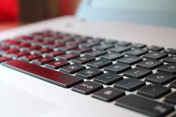 パソコンのキーボードの画像